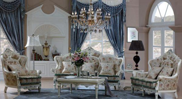 Голубые шторы в гостиной