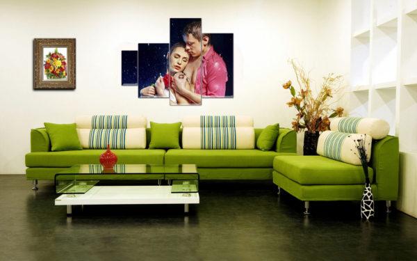 Большой зелёный диван