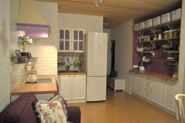Недорогой интерьрьер кухни-гостиной