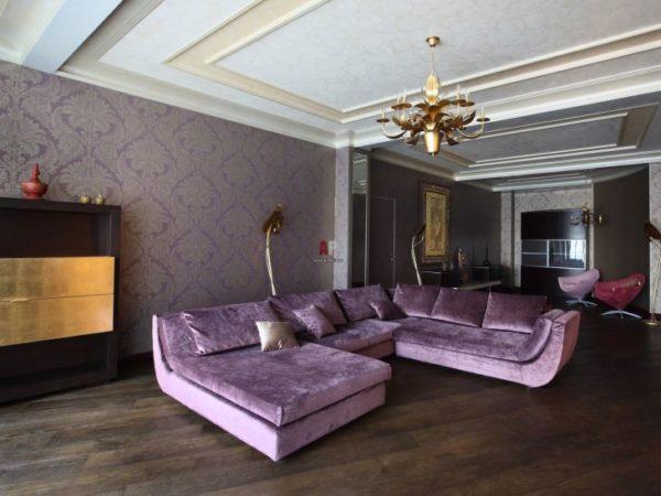 Большой сиреневый диван