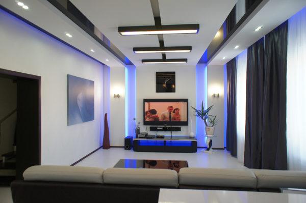 Синяя подсветка в гостиной