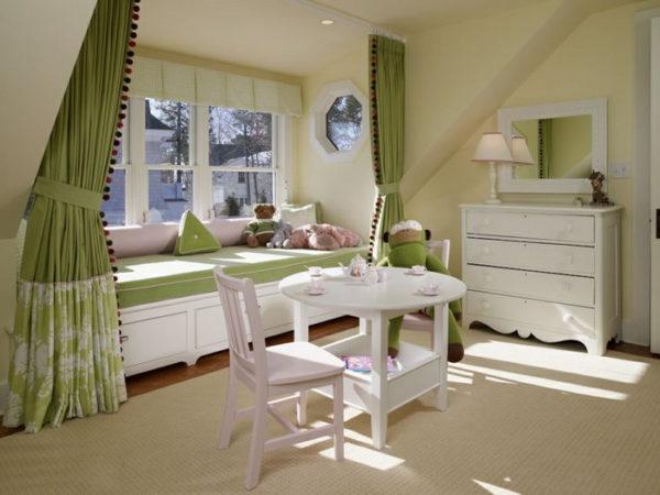 Салатовые шторы в гостиной