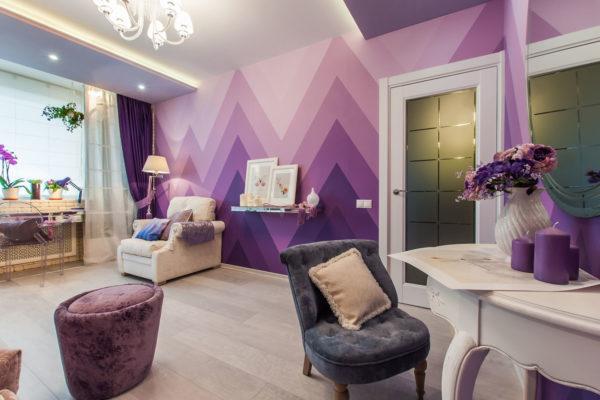 Покрашеные фиолетовые стены