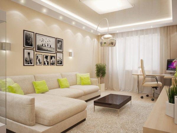 Яркие подушки на белом диване