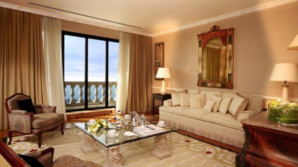 Большое окно в гостиной фото