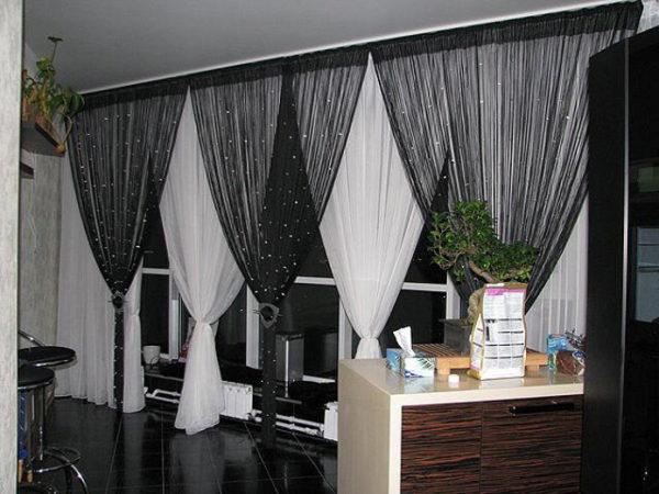 Чёрные нитяные шторы