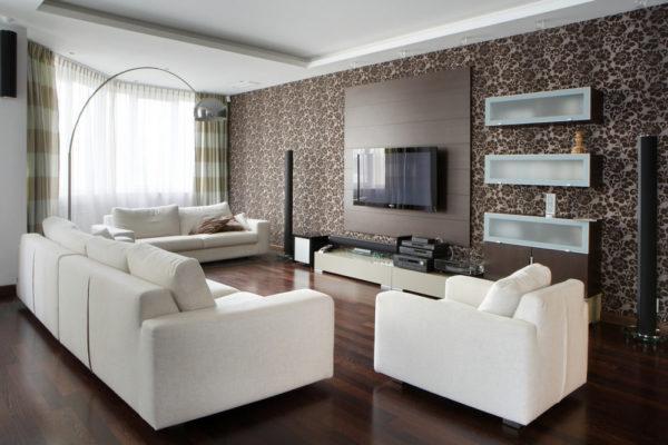Белая мебель с тёмными обоями в мелкий рисунок